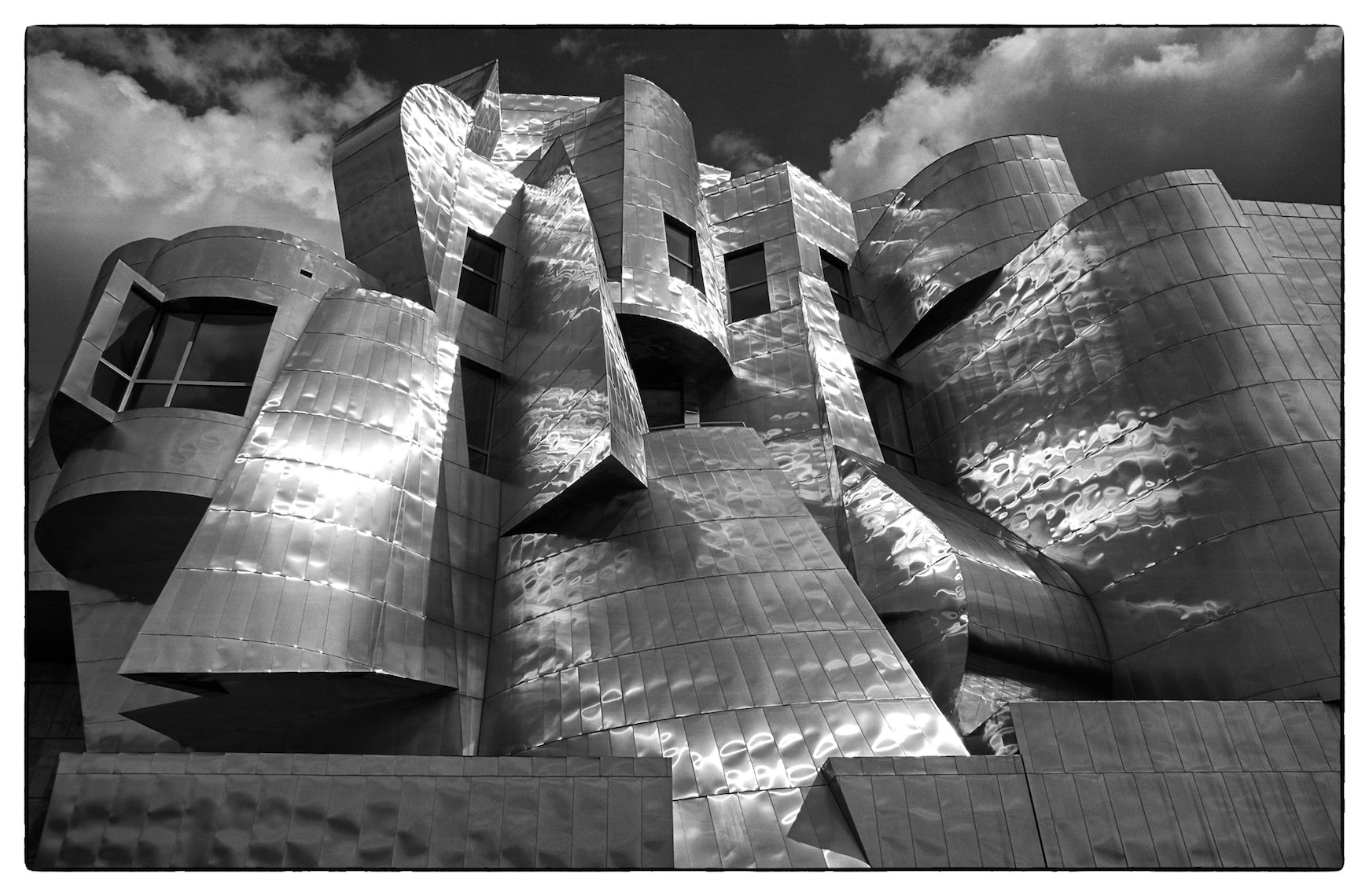 United States Minneapolis Frederick R. Weisman Art Museum Frank Gehry
